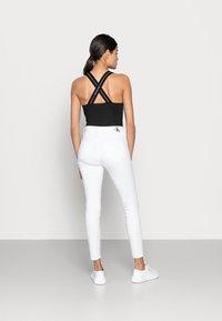 Calvin Klein Jeans - HIGH RISE SUPER SKINNY ANKLE - Skinny džíny - white - 2