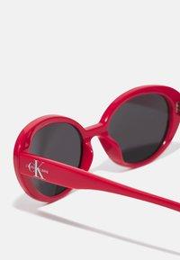 Calvin Klein Jeans - Sunglasses - red - 2