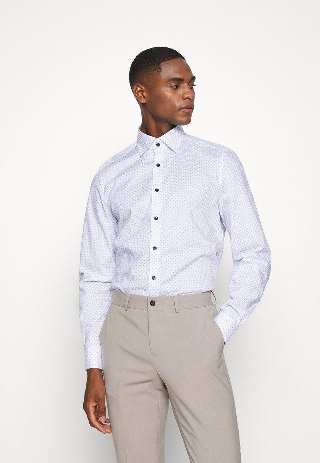 No. 6 - Zakelijk overhemd - marine