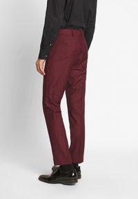 Isaac Dewhirst - TUX - Kostym - bordeaux - 4