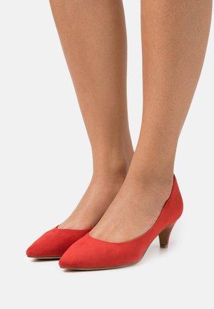 Classic heels - sangria