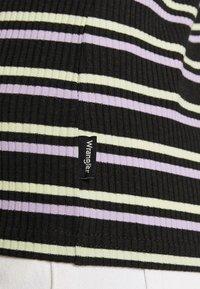 Wrangler - SLIM STRIPE - T-shirt z nadrukiem - faded black - 5