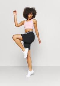 Nike Performance - 365 SHORT - Tights - black/white - 1