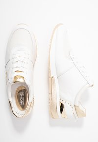 MICHAEL Michael Kors - ALLIE WRAP TRAINER - Trainers - optic white/platin gold - 3