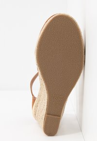 New Look Wide Fit - WIDE FIT SWIGGLE - Wedges - tan - 6