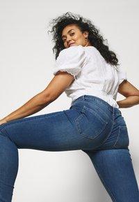 ONLY Carmakoma - CARSALLY LIFE - Jeans Skinny Fit - medium blue denim - 3