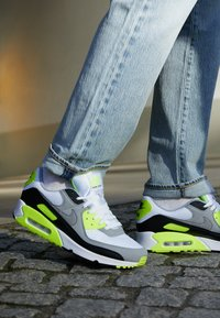 Nike Sportswear - AIR MAX 90 - Sneakers - white/particle grey/light smoke grey/black/volt - 8