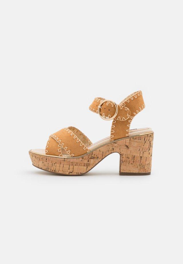 Sandály na platformě - brown light
