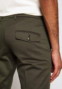 DRYKORN - KILL - Chino kalhoty - grün - 5