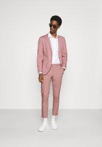 Jack & Jones PREMIUM - JPRLIGHT SID TROUSER - Trousers - soft pink - 1