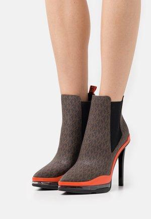 KEKE EXTREME - Platform ankle boots - brown