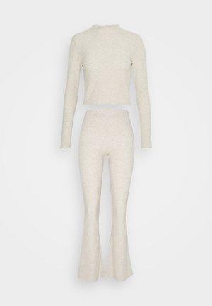 ONLNELLA PANT SET - Trousers - pumice stone