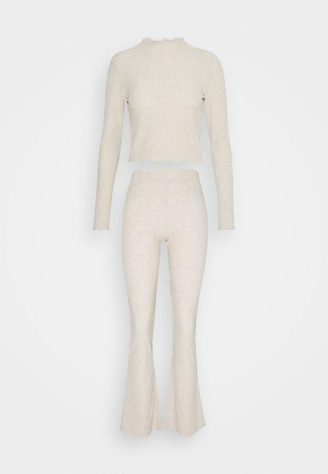 ONLNELLA PANT SET - Pantalones - pumice stone