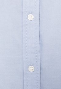Tommy Hilfiger - OXFORD RELAXED  - Basic T-shirt - breezy blue - 2