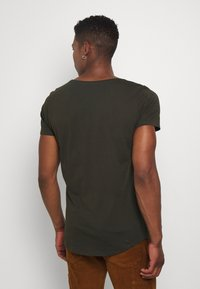 Lee - SHAPED TEE - Basic T-shirt - serpico green - 2