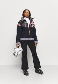 Roxy - CREEK SHORT - Pantalón de nieve - true black - 1