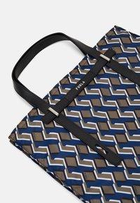 Furla - MAN GIOVE SHOPPER TESSUT - Shopping bag - toni militare - 4