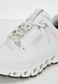 ECCO - MULTI-VENT W GTXS - Sneakers - white - 5