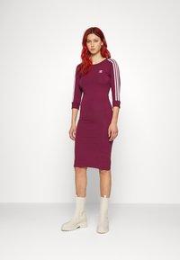 adidas Originals - STRIPES DRESS - Vestito di maglina - victory crimson - 0