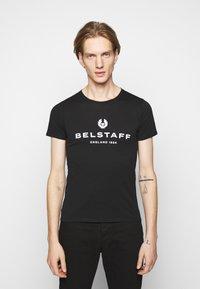 Belstaff - T-shirt con stampa - black - 0