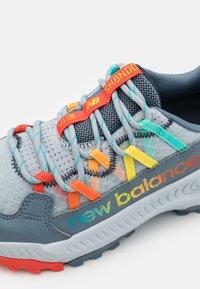 New Balance - SHANDO LACES UNISEX - Scarpe da trail running - grey - 5