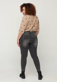 Zizzi - MIT SCHLITZ - Jeans Skinny Fit - grey - 1