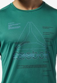 Reebok - WORKOUT READY GRAPHIC TEE - Print T-shirt - green - 2