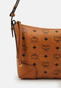 MCM - KLARA SHOULDER BAG IN VISETOS - Handbag - cognac - 3