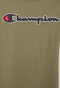 Champion Rochester - CREWNECK  - T-shirt imprimé - olive - 5