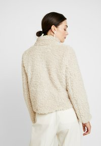 Vero Moda - VMVIRIGINIATEDDY HIGH NECK - Winter jacket - oatmeal - 2