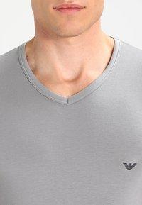 Emporio Armani - V NECK 2 PACK - T-shirt basique - black/gray - 4