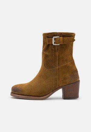 Kotníkové boty - warm brown