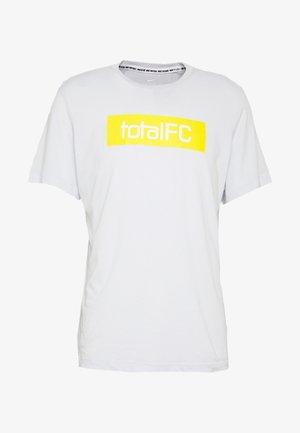 FC DRY TEE SEASONAL  - Print T-shirt - pure platinum
