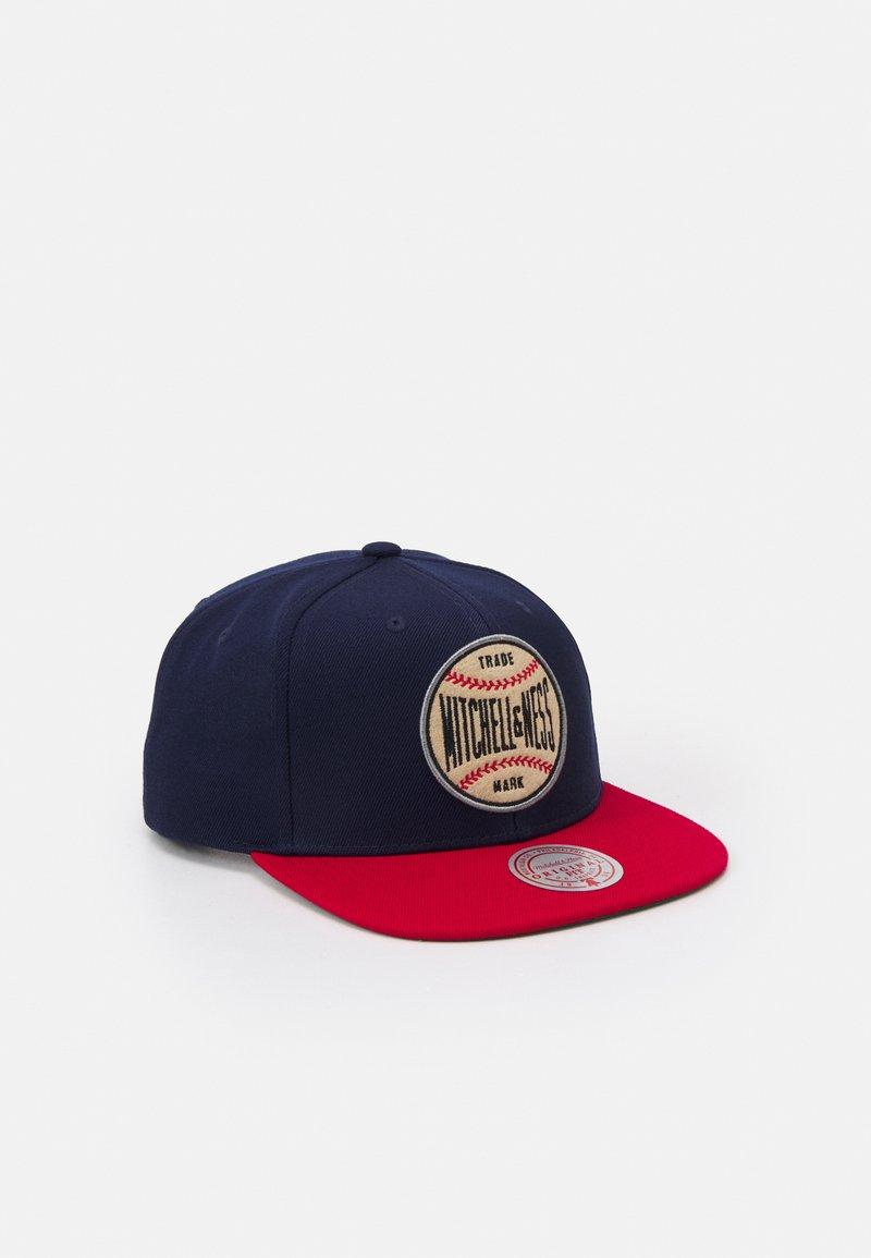 Mitchell & Ness - BRANDED MNN BASEBALL PATCH SNAPBACK - Cap - blue/navy/red
