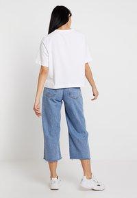 Weekday - TRISH - Basic T-shirt - white - 2