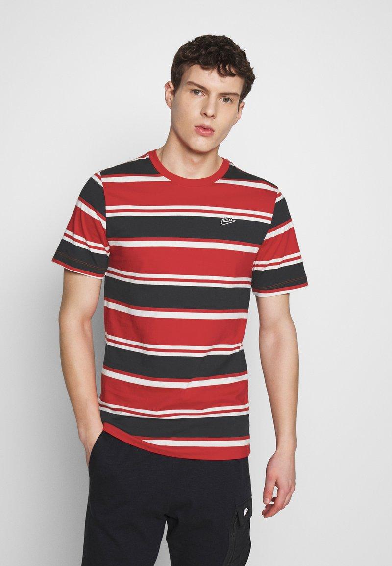 Nike Sportswear - STRIPE TEE - Camiseta estampada - white/university red/black