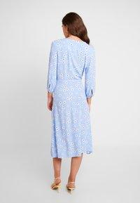 Monki - TORYN DRESS - Skjortekjole - blue dusty light - 3