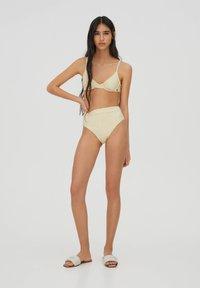 PULL&BEAR - BLUMENPRINT - Bikini top - yellow - 1