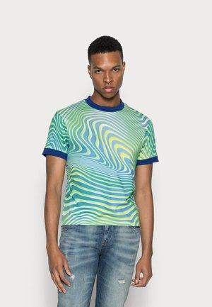 GREEN WARPED WAVE RINGER  - T-shirt med print - green