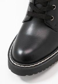 Madden Girl - KURRT - Platåstøvletter - black paris - 2