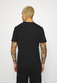 STAPLE PIGEON - WATERCOLOR TEE UNISEX  - Print T-shirt - black - 2