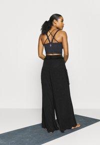 Free People - SURE THING PANT - Pantalones deportivos - black - 2