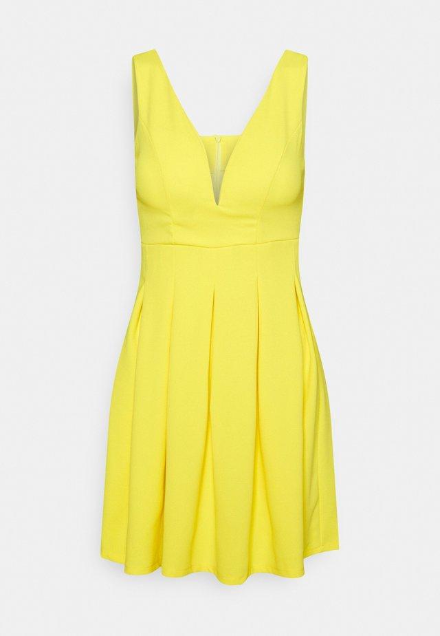 EXCLUSIVE V NECK MINI DRESS - Robe en jersey - pale yellow