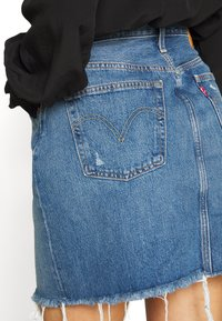 Levi's® - DECON ICONIC SKIRT - A-linjainen hame - stone blue denim - 5