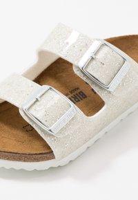 Birkenstock - ARIZONA - Domácí obuv - cosmic sparkle white - 2