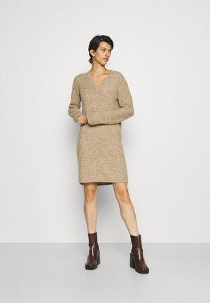 PCELLEN V NECK DRESS - Gebreide jurk - silver mink