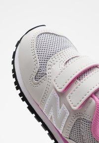 New Balance - IV500RI - Zapatillas - grey/pink - 5