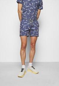Viktor&Rolf - ALLOVER PRINTED SHORTS - Shorts - navy - 0