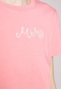 MM6 Maison Margiela - SHORT SLEEVES - Triko spotiskem - pink - 6