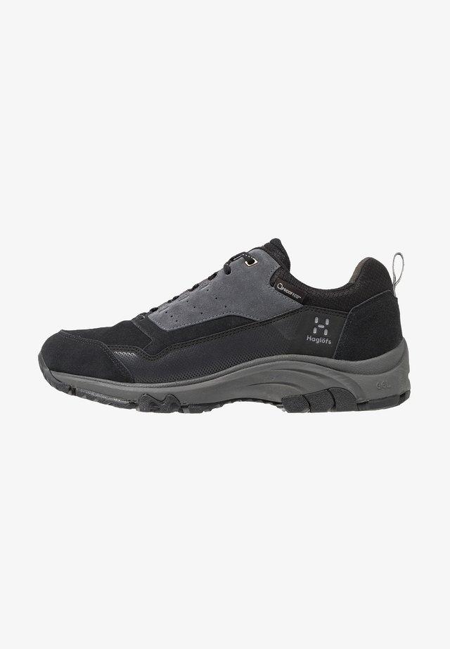 HAGLÖFS SKUTA LOW PROOF ECO MEN - Hiking shoes - true black/magnetite